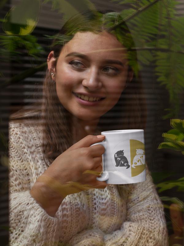 Goldige Tasse Katze und Kater